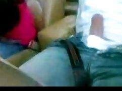 Un viejo xxx videos caseros mexicanos hombre barbudo, sus dedos fueron cortados por una mujer antes de pegarse a un barbero.