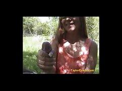 Las señoras mexicanas porno chicas convencen a la mujer negra de jugar con la orina.
